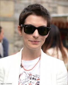 anne-hathaway-ray-ban-wayfarers-sunglasses-rb2140